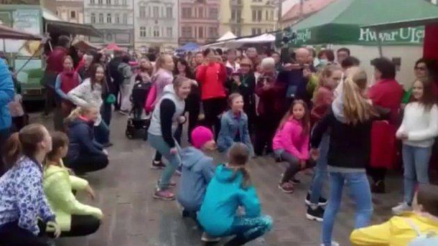 Tanečníci na farmářských trzích