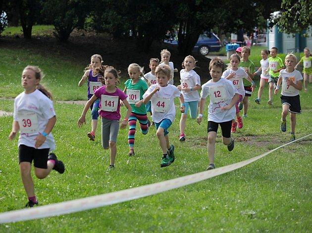Olympijského běhu se každoročně účastní tisíce malých i velkých závodníků.