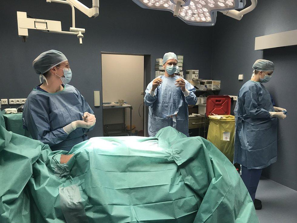 Vyučování probíhá rovněž na operačním sále.
