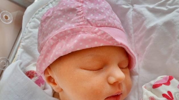 Eliška Počepická se narodila 28. ledna v 6:57 mamince Denise a tatínkovi Petrovi z Lokte. Po příchodu na svět v plzeňské fakultní nemocnici vážila sestřička sedmileté Aničky 3510 gramů a měřila 50 centimetrů.