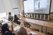 Na Západočeské univerzitě mají novou virtuální třídu, která pomůže studentům s výukou.