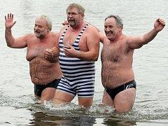 Pětatřicátý ročník závodu v zimním plavání Slavnost slunovratu