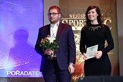 Vyhlášení nejlepšího sportovce jižního Plzeňska. Sportovní redaktor Deníku Dominik Rejthar a manažerka distribuce Aneta Nachtmanová.