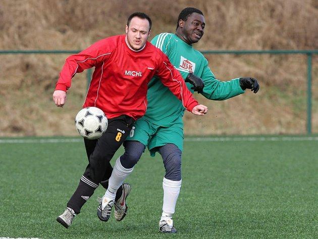 Ghanský fotbalista Patrice Awonseba Baba-Musah se stal v zimě posilou ofenzivy Slavoje Stod. V civilu lékař stodské nemocnice si zahrál v přípravě i na zimním turnaji v Doubravce.