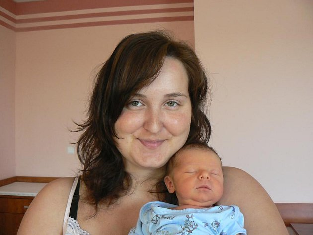 Filípek (3 kg, 50 cm), který přišel na svět 16. 7. ve 4.00 hod. ve FN v Plzni, je prvorozený syn Ivany Paškové a Jiřího Krásla z Horní Břízy
