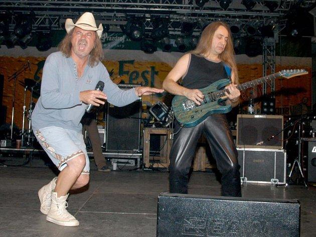 Na minulém Pilsner festu, který se uskutečnil v roce 2005 pouze v areálu Plzeňského Prazdroje se představila kapela Žlutý pes