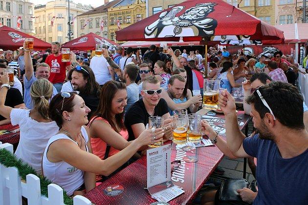 Festival piva Gambrinus se uskutečnil na několika scénách v centru krajské metropole. Zahrádky před stany hospod a restaurací pro stovky příznivců piva Gambrinus využilo velké množství návštěvníků festivalu, který krom piva a jídla nabízel i řadu koncertů