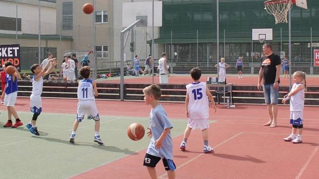 Letošní Streetball Challenge přinesla několik zápasů týmů všech věkových kategorií a bohaté dovednostní soutěže. Navíc ji doprovázelo skvělé počasí