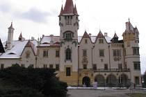 Žinkovský zámek už téměř celý dostal novou střechu. Za pár let by měla být jeho rekonstrukce hotová