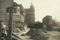 Roku 1893 byla zahájena stavba Západočeského muzea (podle návrhu Josefa Škorpila)