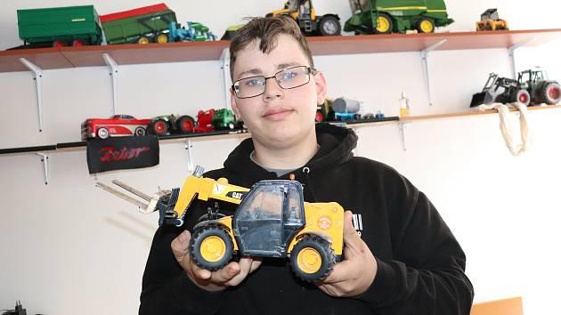 DOMINIKU HLADÍKOVI je sice teprve 15 let, ale už má jasno, kde bude po odchodu z dětského domova žít a co bude dělat. Práci už si domluvil. Svůj život chce spojit s traktory.