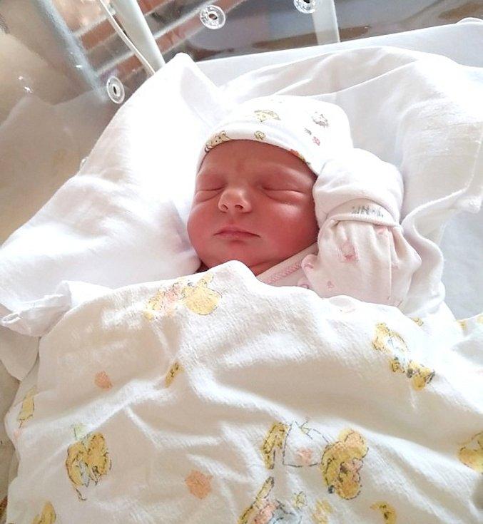 Julinka Zuzjaková se narodila 23. listopadu ve 21:00 ve FN na Lochotíně rodičům Šárce a Ladislavovi ze Zdemyslic. Po narození vážila sestřička dvouleté Barunky 3420 gramů.