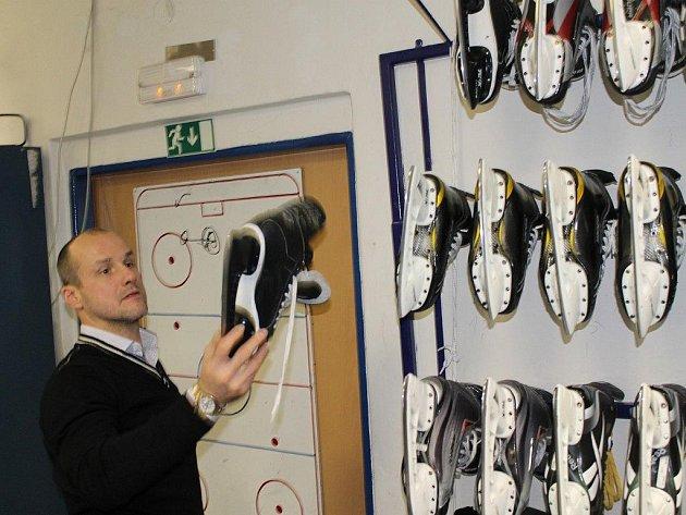 Martin Straka v šatně hokejistů