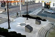 Vizualizace pomníku Díky, Ameriko! po odříznutí žulových sloupů