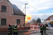 Prokopnutý plynovod, výbuch unikajícího plynu a následný požár ve Zbůchu