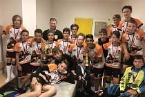 Velký úspěch. Elévové i mladší žáci Florbalové školy přivezli bronz.