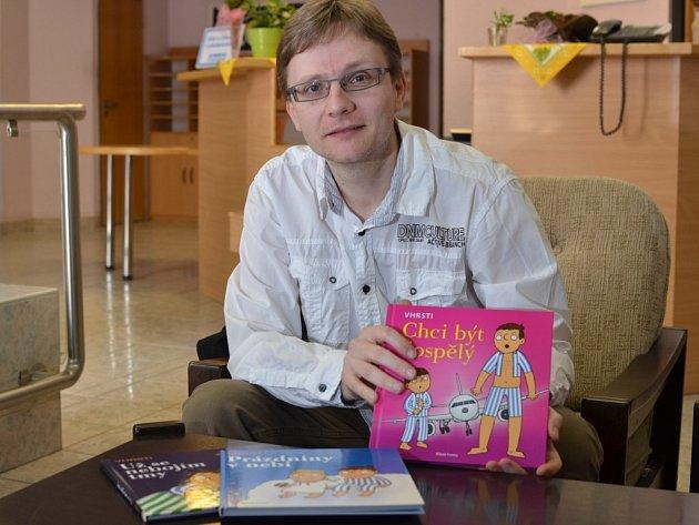 Výtvarník a spisovatel Vhrsti se svou nejnovější knihou Chci být dospělý