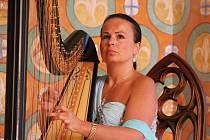 V prostředí zámecké kaple se konal koncert harfistky Kataríny Ševčíkové.