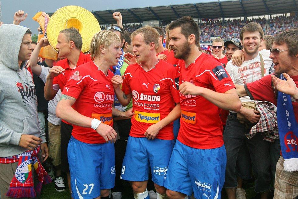 David Limberský při oslavách prvního titulu v roce 2011.