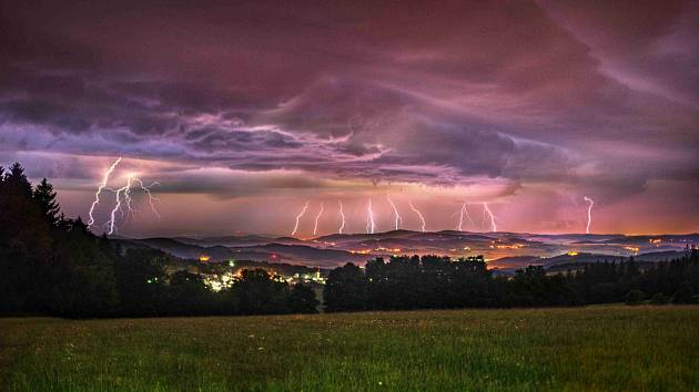Nedělní bouře v Chotěšově.