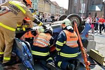 Čtyřčlenný tým Sboru dobrovolných hasičů Blovice si s vyproštěním osoby z havarovaného vozu poradil nejlépe