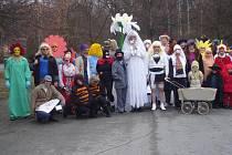 Masopustu v Úlicích se účastní i malé děti. Každoročně se v obci sejde kolem třiceti masek