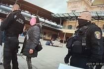 Vedení Plzně začalo připravovat opatření, která mají zlepšit bezpečnostní situaci a prostředí u hlavního vlakového nádraží. Ilustrační foto.