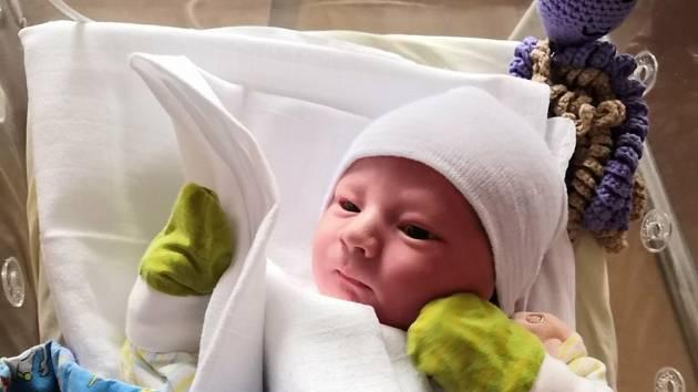 Matěj Stránský z Rokycan se narodil 25. prosince 2020 v 8:15 hodin v plzeňské FN Lochotín rodičům Veronice a Michalovi. Po příchodu na svět jejich chlapeček vážil 4440 gramů a měřil 54 centimetrů.
