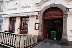 Výdejní okénka restaurací v Klatovech.