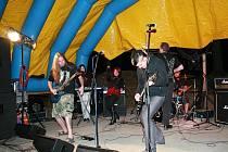 Dark Angles. Jedna z kapel, které vystoupila na novém festivalu Vyosení