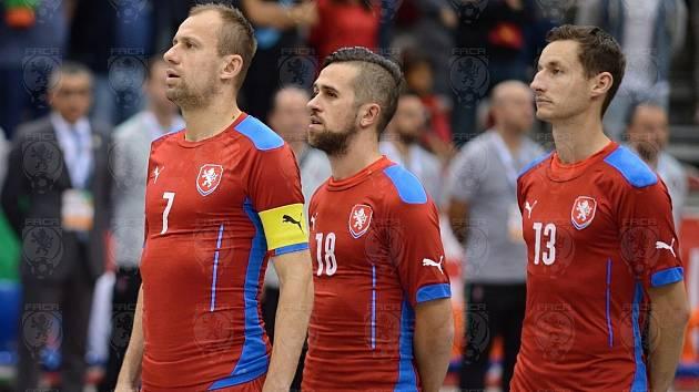 Zleva Lukáš Rešetár, Tomáš Vnuk a Michal Holý. V reprezentaci je doplní další spoluhráči z Plzně Ondrej Vahala a Michal Seidler.