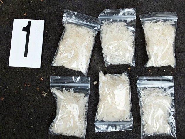 Policie zabavila zhruba 10 kilogramů drog
