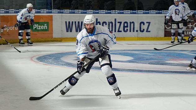 Na nově zaledované ploše Logspeed CZ Arény trénoval se Škodovkou také kapitán Milan Gulaš.