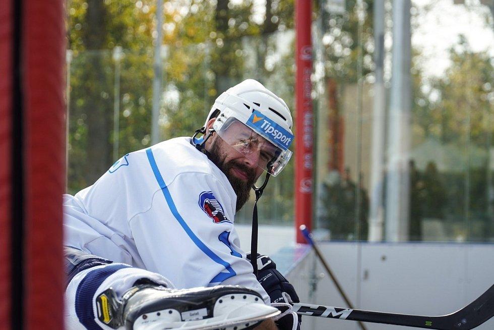 Trénink hokejové Škodovky na otevřeném stadionu v Dobříši.