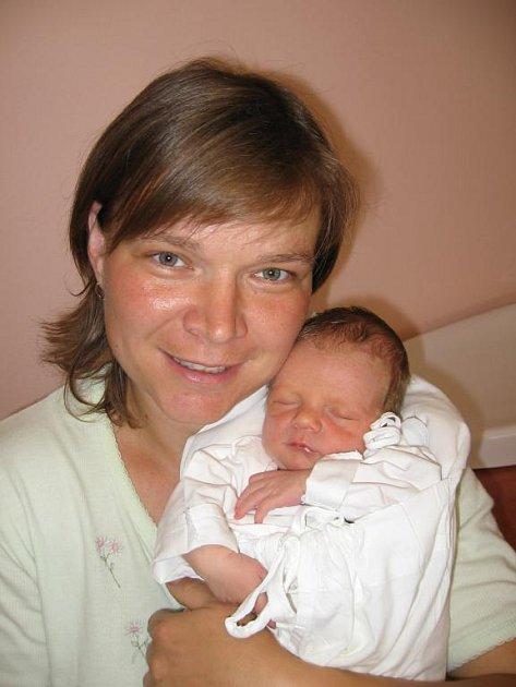 Petře Šilhánkové a Bohumilu Martínkovi z Pastuchovic se 4. července sedm minut po třetí hodině ranní narodil ve FN v Plzni prvorozený syn Bohoušek (3,03 kg/48 cm). Dvaapůlletá Terezka při první návštěvě svého brášku něžně pohladila a dala mu pusinku