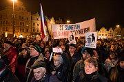 Lidé protestovali proti Ondráčkovi, na náměstí Republiky podepisovali petici