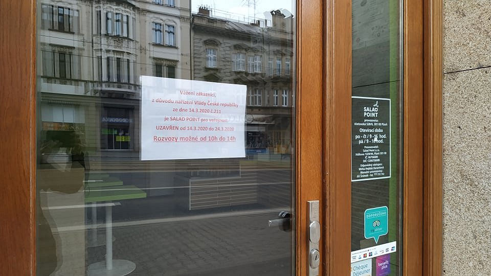 Restaurace v Plzni zavřely.
