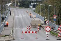 Tyršův most v Doudlevcích uzavřela rekonstrukce