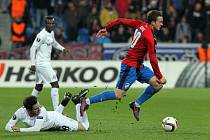 Viktoria Plzeň porazila v divokém utkání Austrii Vídeň 3:2. Rakouským fotbalistům uniká na snímku Jan Kopic.