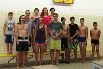 Část plavecké štafety, která vytvořila v plzeňském bazénu  oddílu SK Radbuza dva nové české rekordy ve vytrvalostním plavání