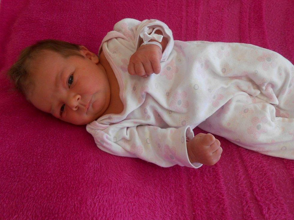 Ema V. se narodila v domažlické porodnici 13. března 2021 a při příchodu na svět vážila 3760 gramů a měřila 50 centimetrů.