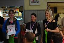 Medaile si při premiéře Radoušova bloudění vybojovaly (zleva) zlatá  Marie Březinová, stříbrná Alexandra Váchalová a bronzová Ivana Seberová.