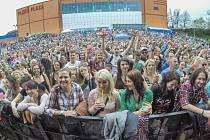 Jubilejní ročník studentského festivalu Majáles i letos přilákal tisíce nadšených návštěvníků, kteří byli svědky mnoha zajímavých hudebních vystoupení.