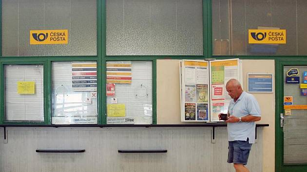 Okénko na pobočce pošty na Centrálním autobusovém nádraží v Plzni se už zřejmě neotevře
