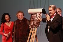 Křest charitativního kalendáře Muži bez hranic. Na snímku Lucie Bílá, Antonín Kratochvíl a Roman Jurečko