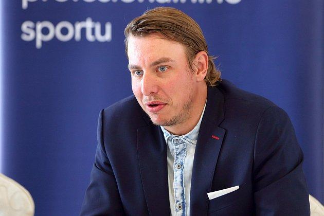 Házenkář Filip Jícha při tiskové konferenci.
