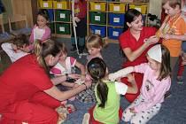 Děti v mateřské školce ve Chválenicích se učily jak mají postupovat, když se samy, nebo jejich kamarádi zraní