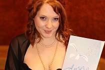 Cenu Andělské ruce získala Nikol Šelmátová při  slavnostním večeru  v Měšťanské besedě v Plzni.