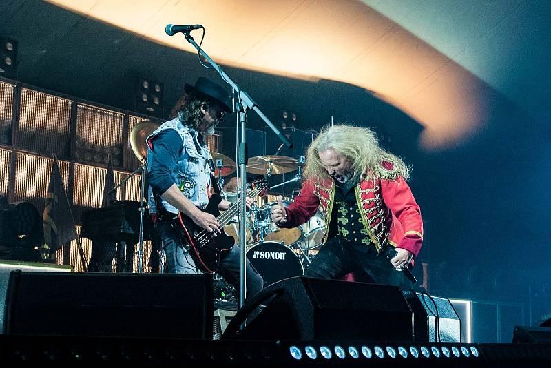 Skupina kabát zahrála v rámci svého turné Cirkus Kabát v Plzni. Koncert probíhal v cirkusovém šapitó.