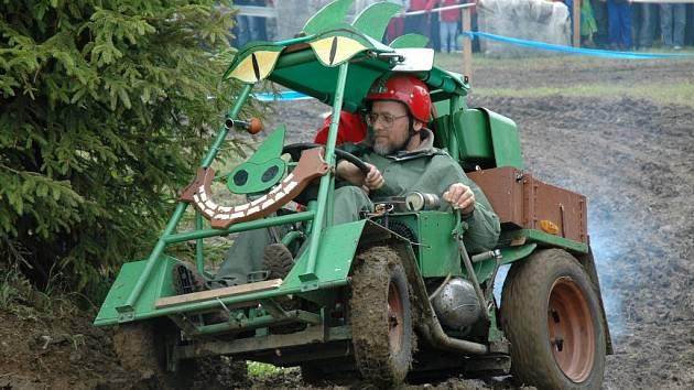 Obec Dožice zažila ve čtvrtek závody traktorů. Podívaná to byla vskutku zajímavá
